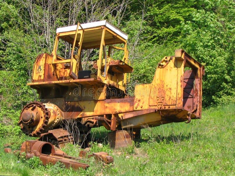 Stary zaniechany ośniedziały buldożer zdjęcie stock
