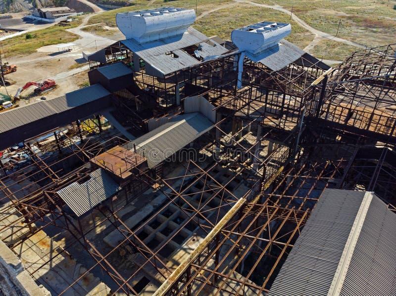 Stary, zaniechany przemysłowy budynek od above, fotografia royalty free