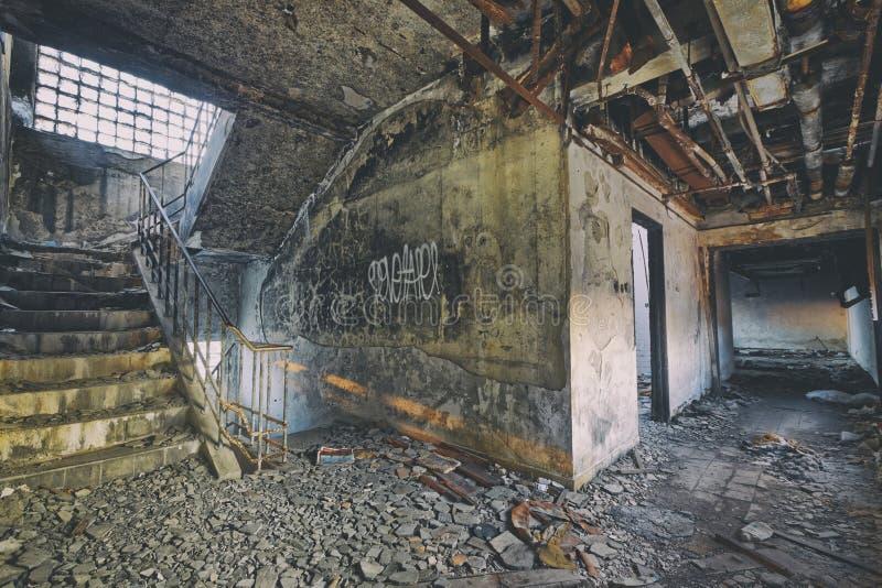Stary zaniechany ruiny fabryki szkody budynek obraz royalty free