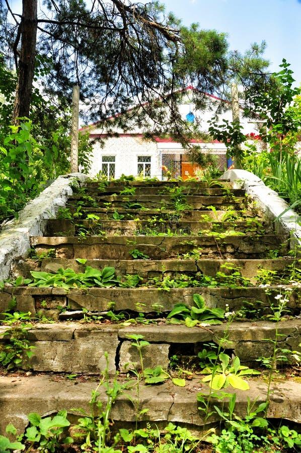 Stary zaniechany schody prowadzi Ortodoksalna parafia świętego Nicholas kościół zdjęcie stock