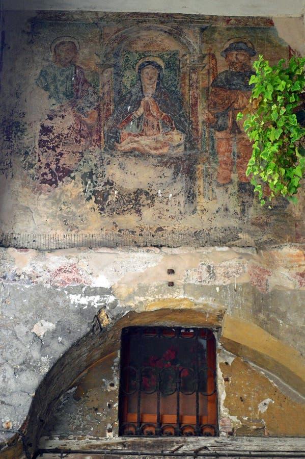 Stary zatarty fresk na ścianie średniowieczny budynek w Treviso zdjęcia royalty free