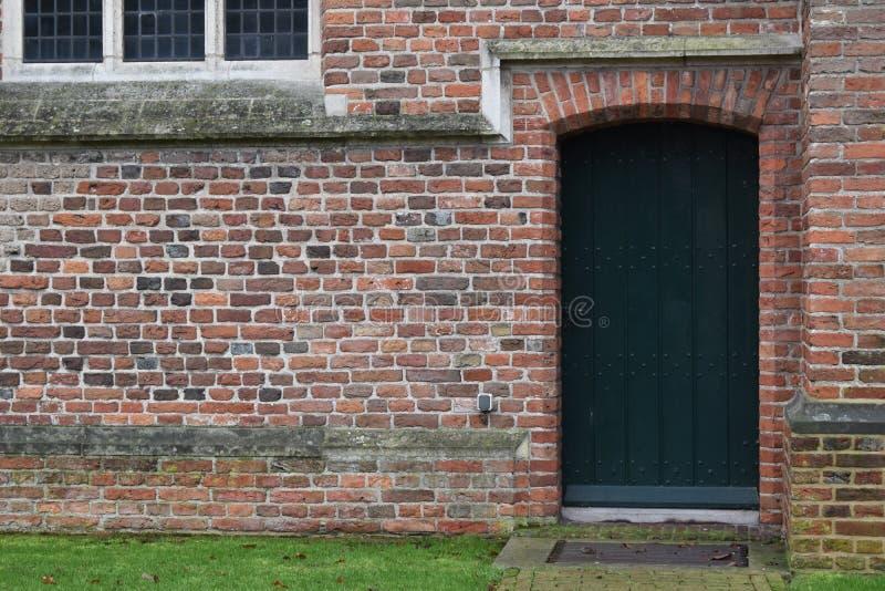 Stary zielony kościelny drzwi obraz royalty free