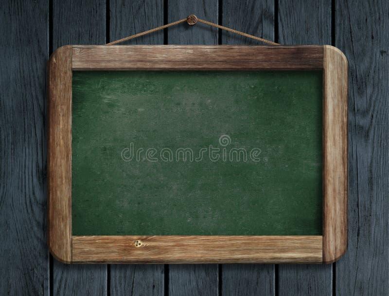 Stary zielony menu blackboard obwieszenie na drewnianej ścianie zdjęcia stock