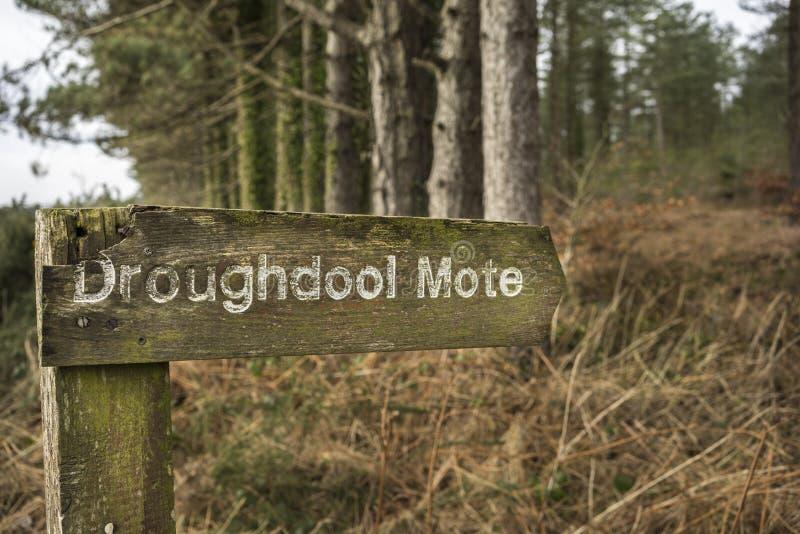 Stary znak dla Droughdool Drochduil Neolityczny kopiec w Szkocja obraz royalty free