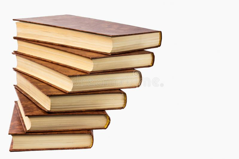 Starych książek półka odizolowywająca na białym tle obrazy royalty free
