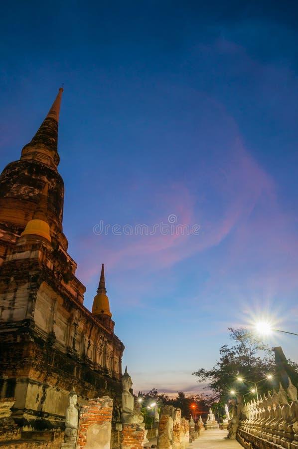 Starzejąca się archeologiczna Buddha statua AYUTTHAYA Tajlandia i miejsce zdjęcia royalty free