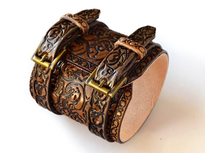 Starzejąca się brown rzemienna bransoletka wypełniał z embossed czaszkami - dolny widok obrazy royalty free