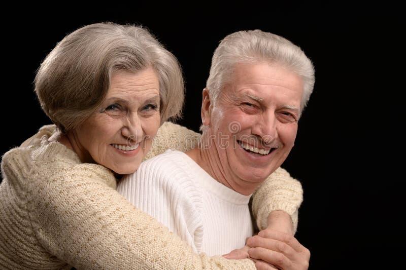 Starzejąca się para na czerni zdjęcie royalty free