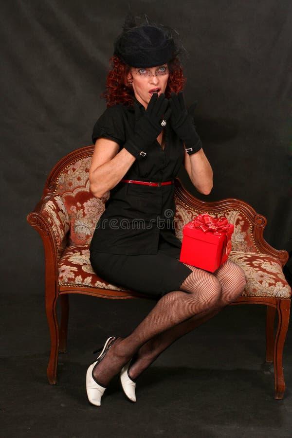 starzejąca się pięknego prezenta środkowa czerwona kobieta zdjęcia royalty free
