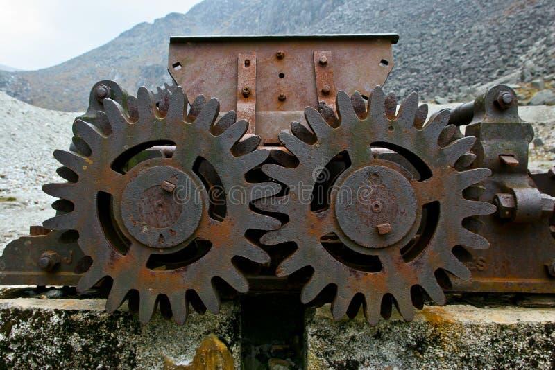 Starzejąca się technologia: Stara i ośniedziała spojrzenie maszyneria gearwheel, retro i rocznika, obrazy stock