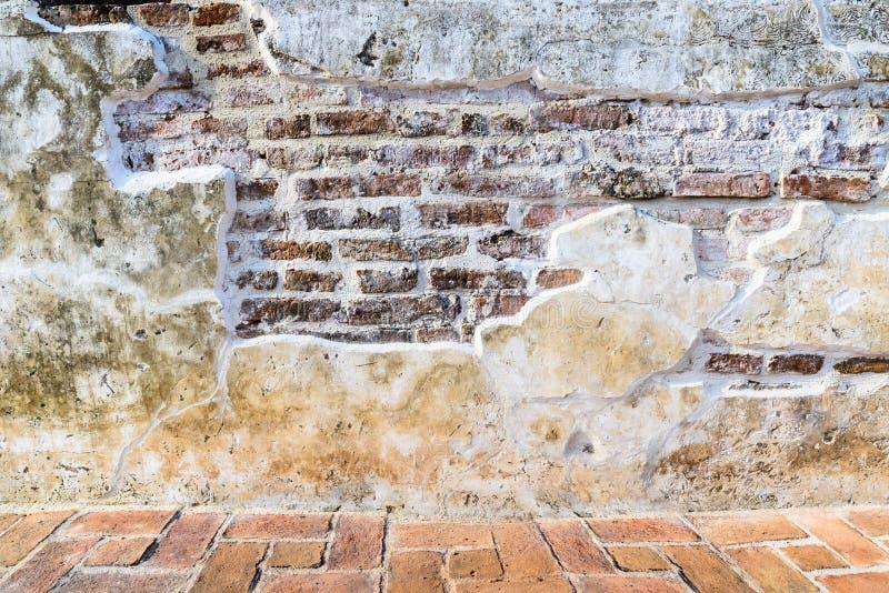 Starzejącego się ulicznego grunge ścienny i podłogowy tło, tekstura obraz stock