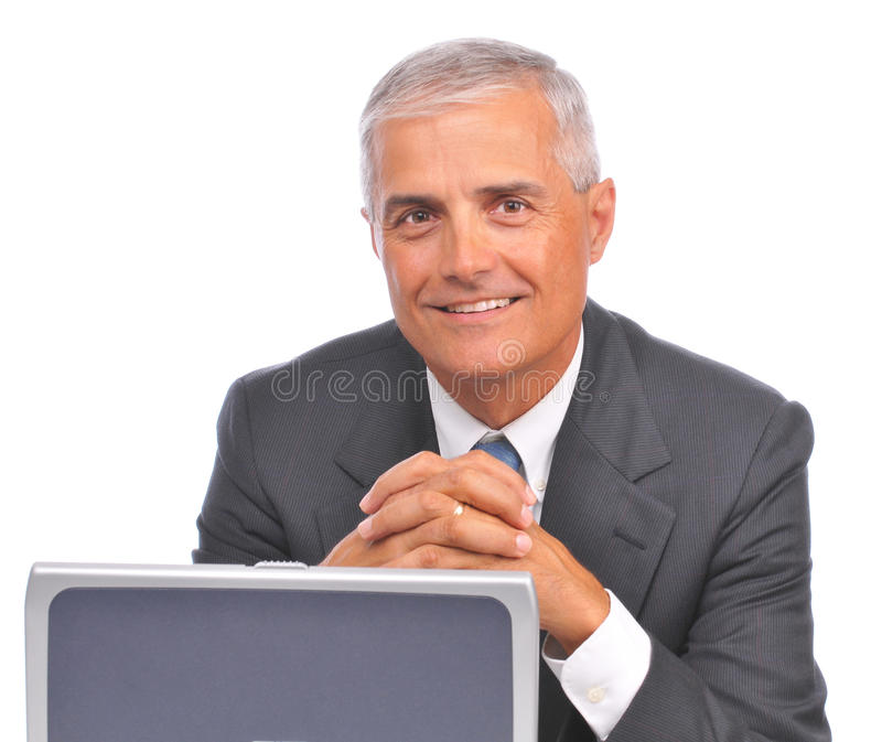 starzejący się biznesmena laptopu przyglądający środek nad wierzchołkiem obraz royalty free