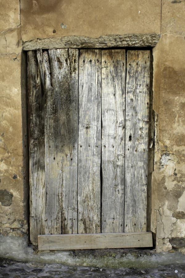 Starzejący się kędziorka drzwi obraz royalty free