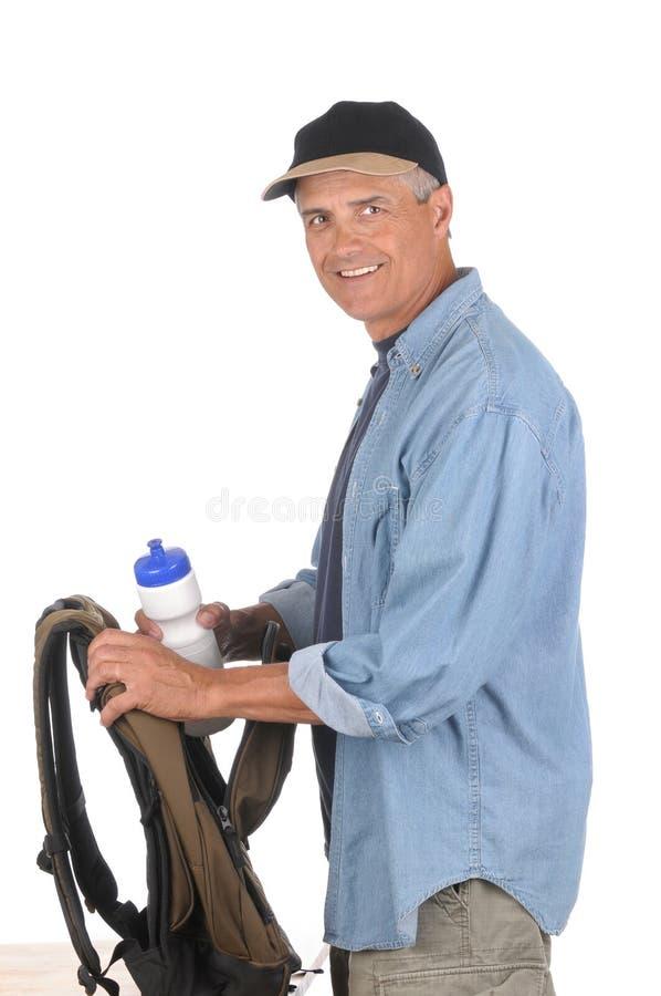 starzejący się podwyżki mężczyzna środkowy narządzanie obrazy stock