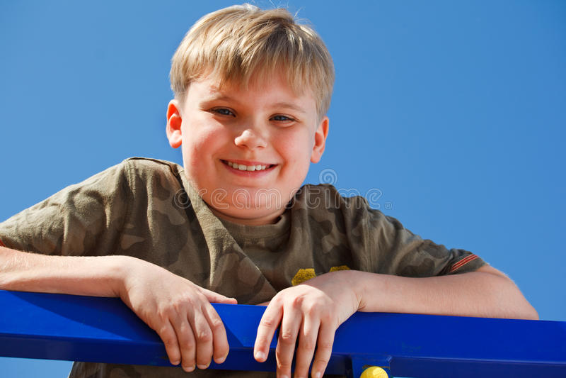 starzeję się chłopiec portreta szkolny ja target2366_0_ zdjęcia royalty free