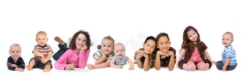 starzeje się wieloskładnikowych dzieci wszystkie pochodzenia etniczne zdjęcia stock
