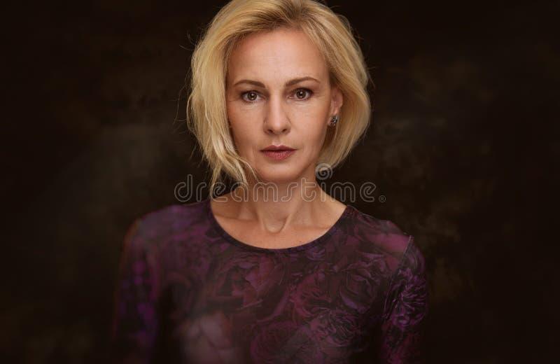 starzenie się piękna kobieta centralna obrazy stock