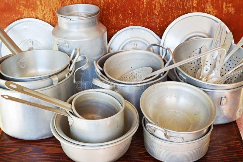 Starzy aluminiowi kuchenni naczynia zdjęcie stock