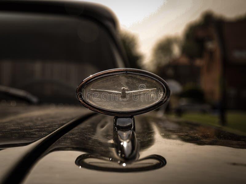 Starzy amerykańscy samochodów szczegóły Piękny stary zegar obrazy stock