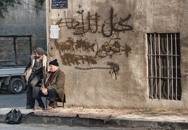 Starzy arabscy mężczyzna w Aleppo Syria starej grodzkiej ulicie obraz stock