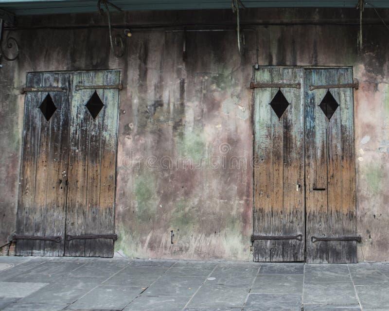 Starzy Biznesowi drzwi w dzielnicie francuskiej Nowy Orlean zdjęcie royalty free