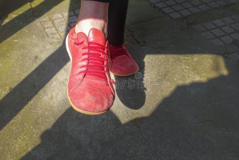 starzy czerwoni buty fotografia stock
