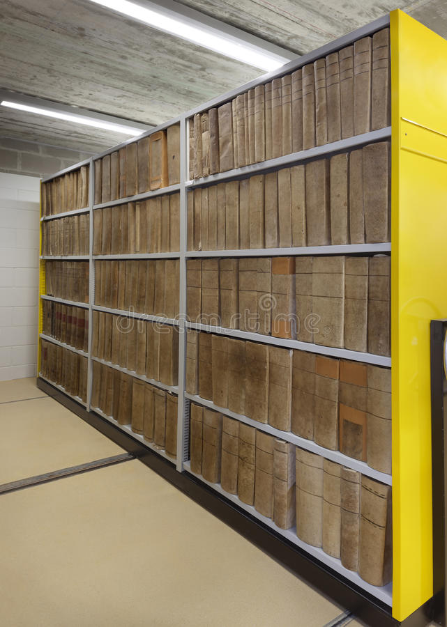 Starzy dokumenty segregujący w falcówkach fotografia stock