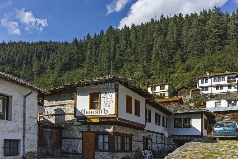 Starzy domy i ulicy w dziejowym miasteczku Shiroka Laka, Bułgaria obraz royalty free