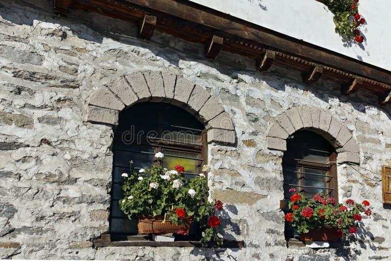 Starzy domy i ulicy w dziejowym miasteczku Shiroka Laka, Bułgaria fotografia stock