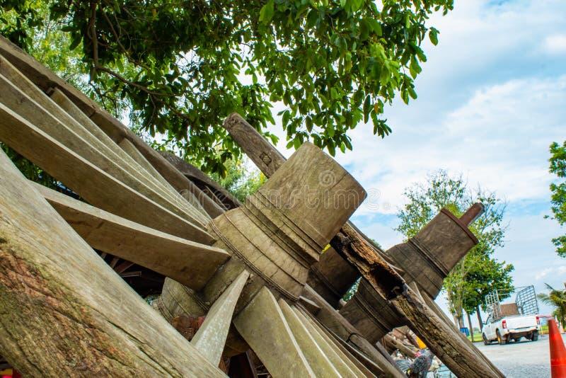 Starzy drewniani furgonów koła zdjęcia royalty free