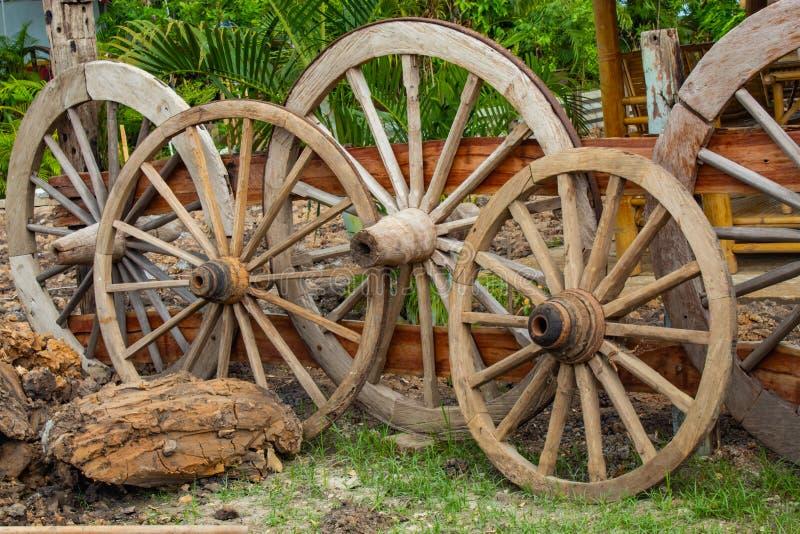 Starzy drewniani furgonów koła fotografia stock