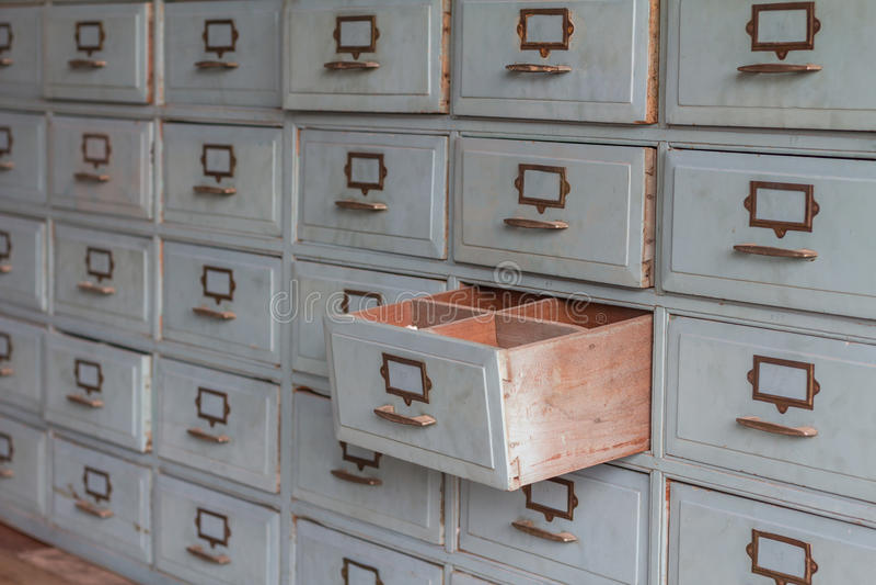 Starzy drewniani kreślarzi dla magazynu ciągną out fotografia stock