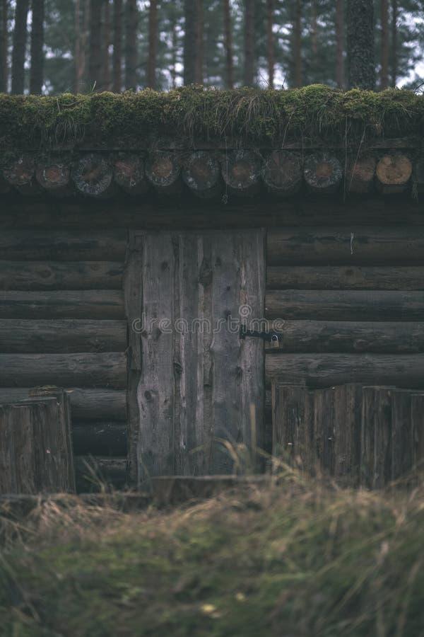 starzy drewniani trenshes w Latvia odbudowa pierwszy wojna światowa zdjęcia royalty free