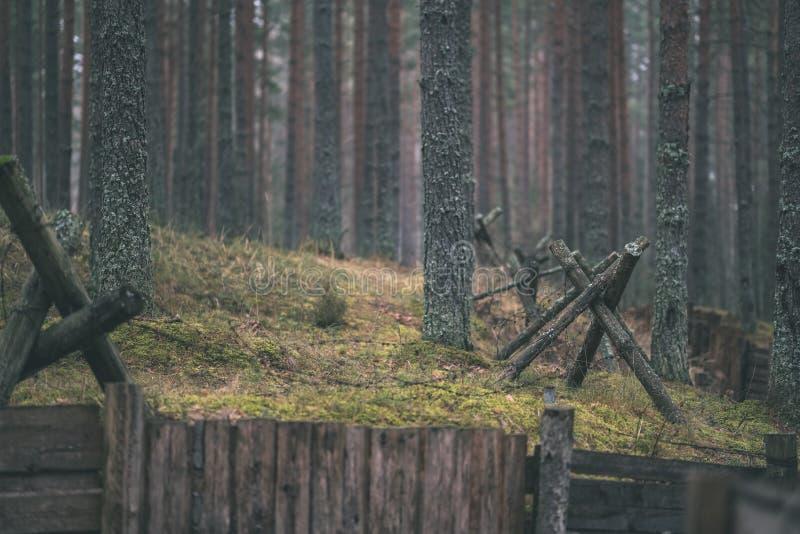 starzy drewniani trenshes w Latvia odbudowa pierwszy wojna światowa obrazy royalty free