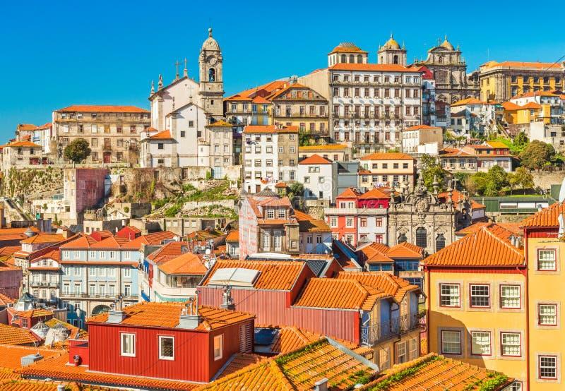 Starzy dziejowi domy w centrum Porto, Portugalia Pejzaż miejski sławny Portugalski miasto zdjęcie royalty free