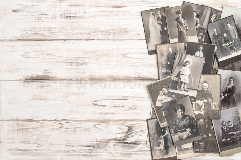 Starzy fotografii kart ludzie jest ubranym rocznik odzieży modę ubierają obraz royalty free
