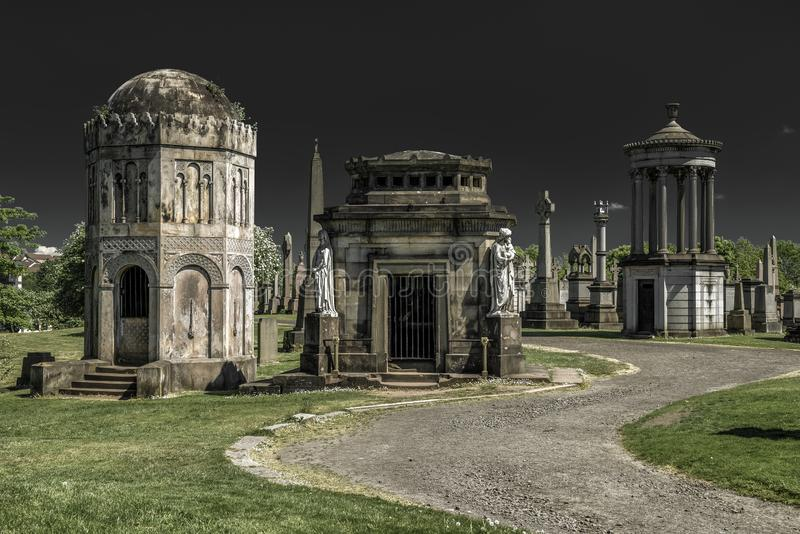 Starzy grób przy Glasgow Necropolis - Wiktoriański cmentarz, Szkocja fotografia royalty free
