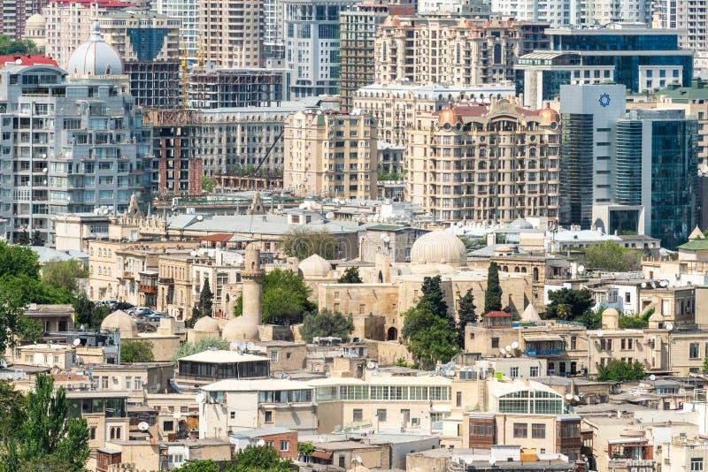 Starzy i nowożytni budynki w Baku kapitał Azerbejdżan zdjęcia stock