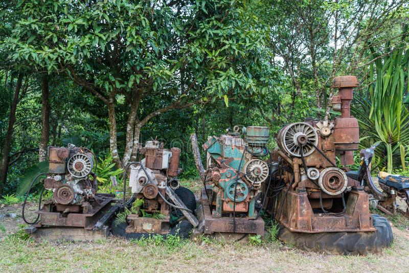 Starzy i ośniedziali niewykonalni silniki diesla fotografia stock