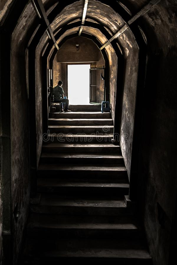 Starzy Kamienni schodki & ściana wyjście tunel obrazy royalty free