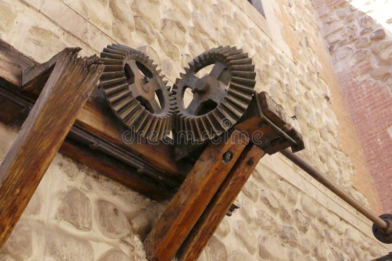Starzy metal przekładni cogwheels z rdzą zdjęcia royalty free