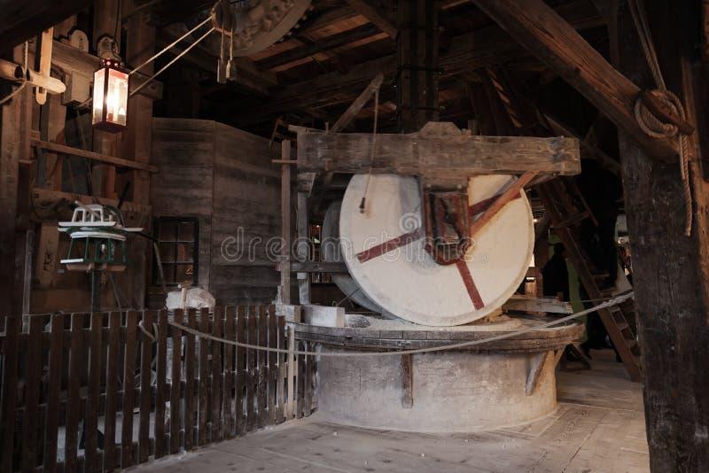 Starzy millstones, rocznik uprawia ziemię narzędzia obrazy stock