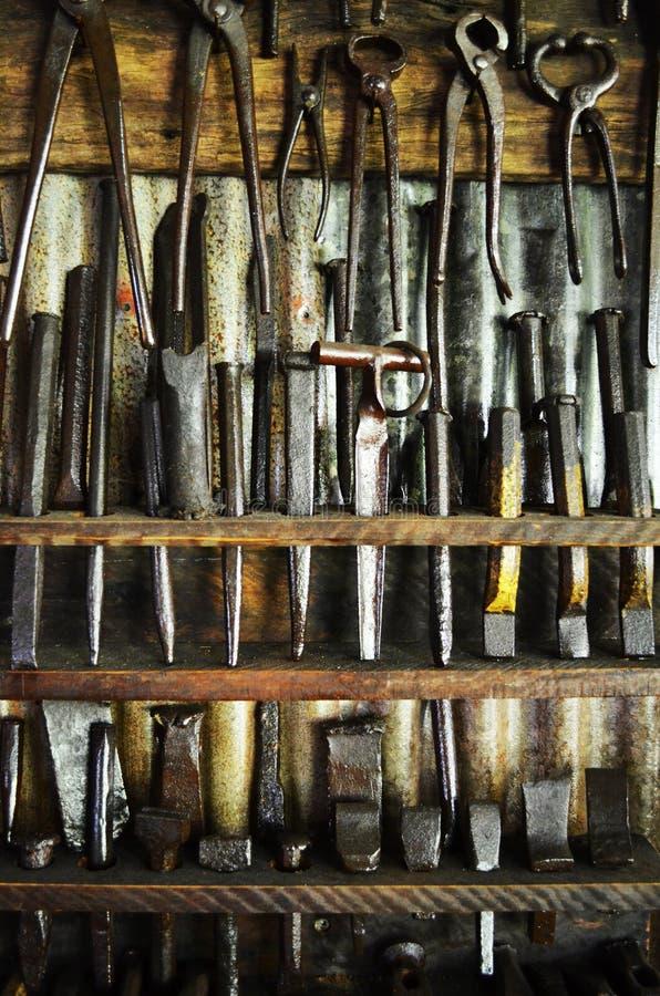 Starzy narzędzia na półce fotografia royalty free