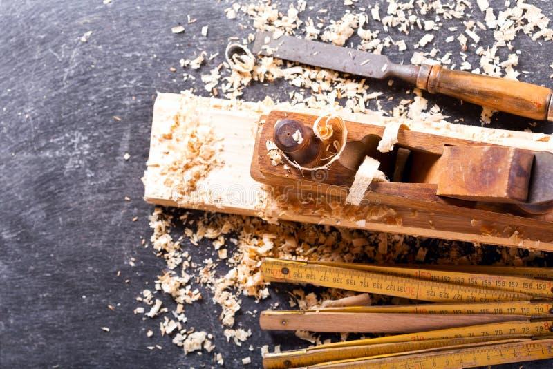 Starzy narzędzia w ciesielka warsztacie fotografia royalty free