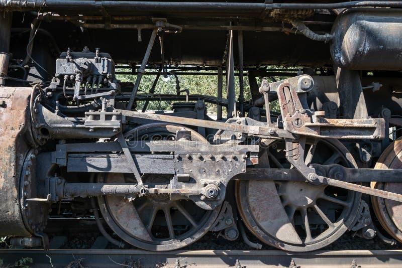 Starzy ośniedziali koła parowa lokomotywa i elementy przejażdżka zdjęcie royalty free