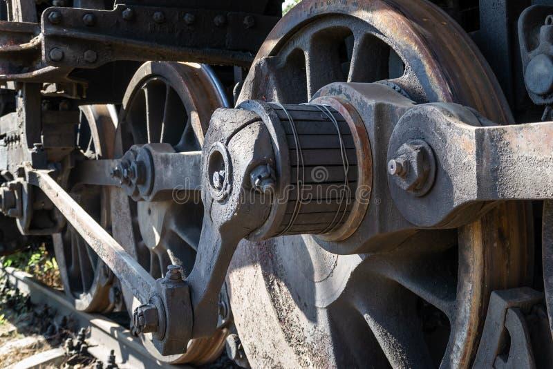 Starzy ośniedziali koła parowa lokomotywa i elementy przejażdżka zdjęcia royalty free
