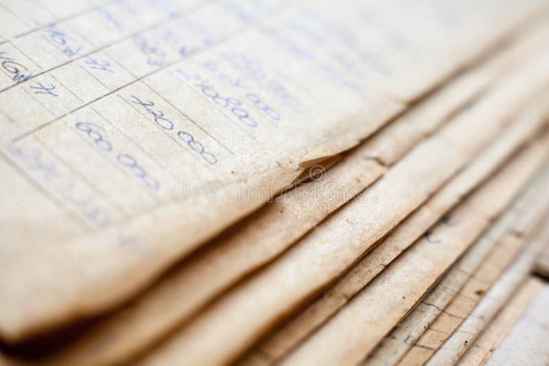 Starzy papierowi dokumenty w archiwum fotografia royalty free
