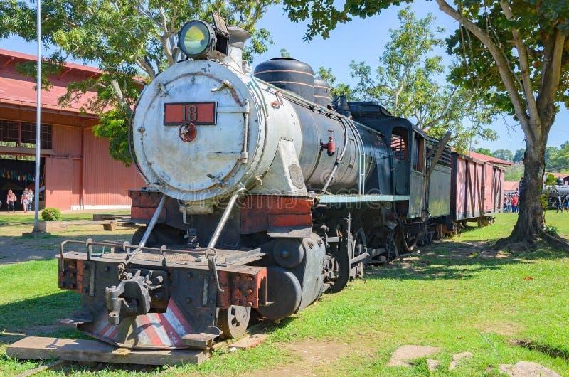 Starzy pociągi które są atrakcjami turystycznymi na Estrada De Ferro Robić obraz royalty free