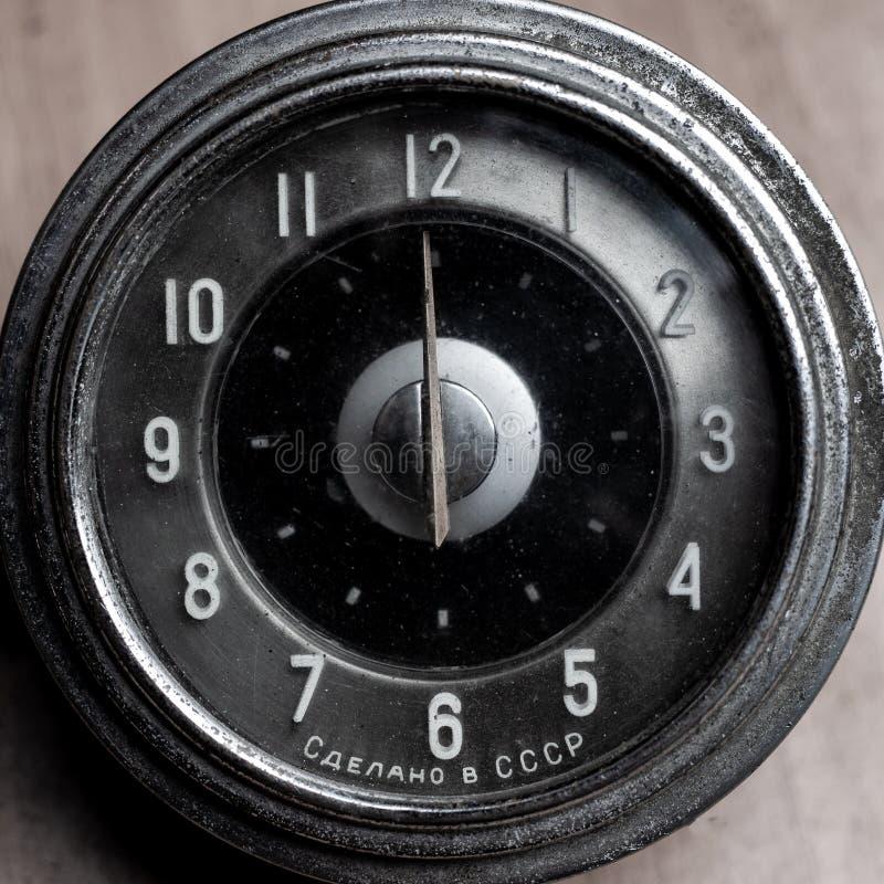 Starzy retro zegarki, rocznika samochodu machinalni zegarki w górę obraz stock