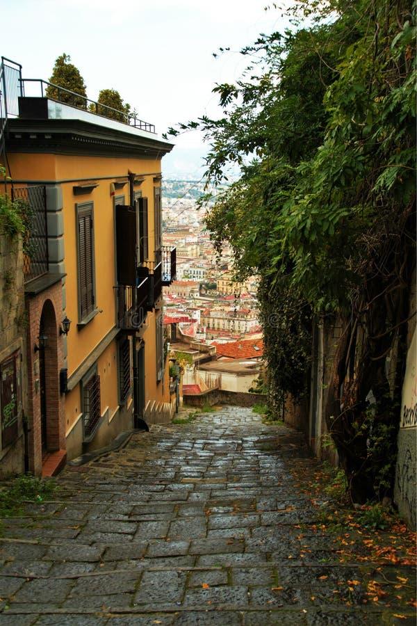 Download Starzy schodki w Naples zdjęcie stock. Obraz złożonej z city - 106921144
